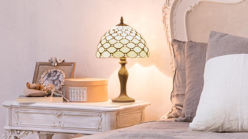 Schlafzimmer mit Vintage Nachttischlampe