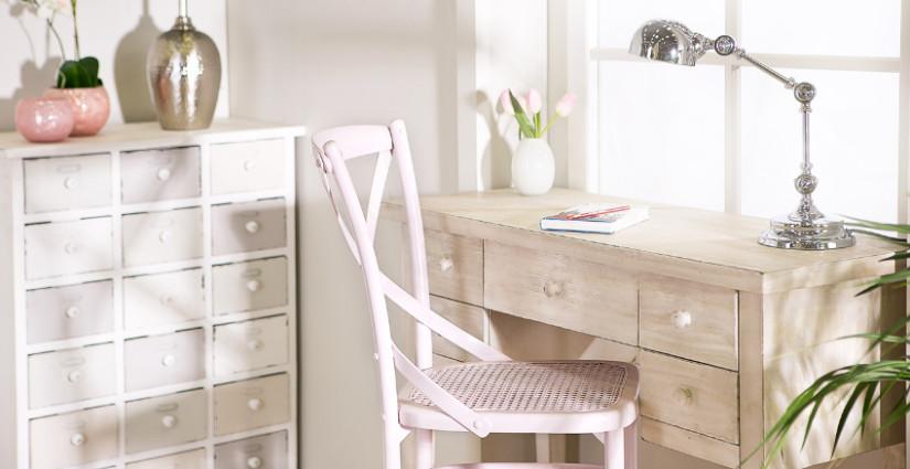 Schlafzimmer mit integriertem Büro