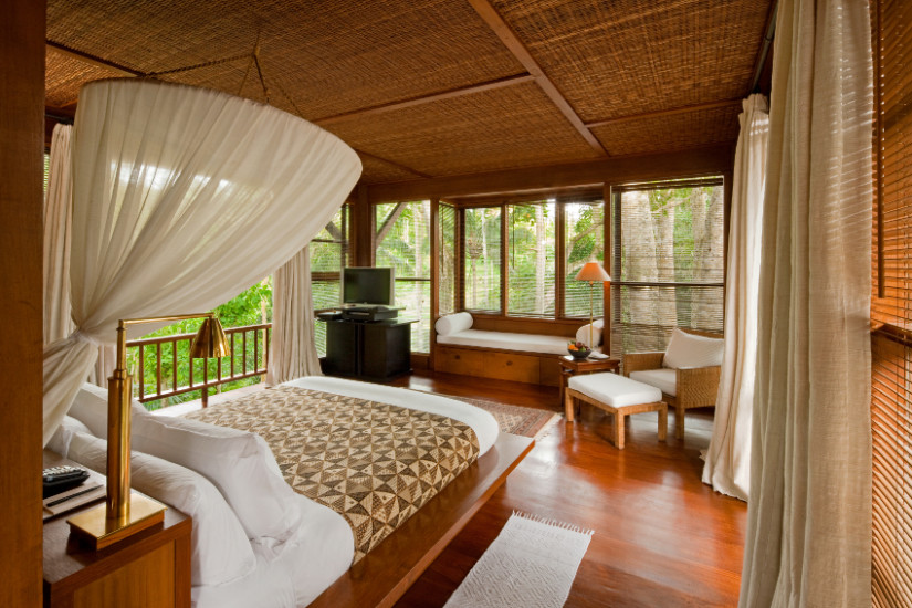 Schlafzimmer Mit Schicken Vorhängen