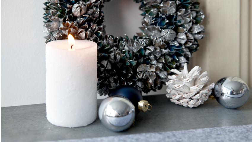 Weihnachtsdeko weiß silber mit Kerze