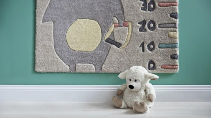 Kinderzimmer gestalten mit dekorativer Messlatte