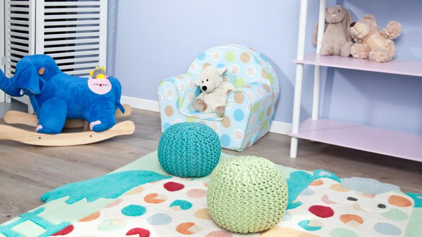 Kinderzimmer gestalten in Blau- und Weißtönen