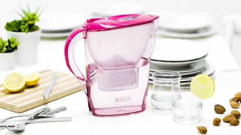 Rosane Wasserkaraffe mit Filter