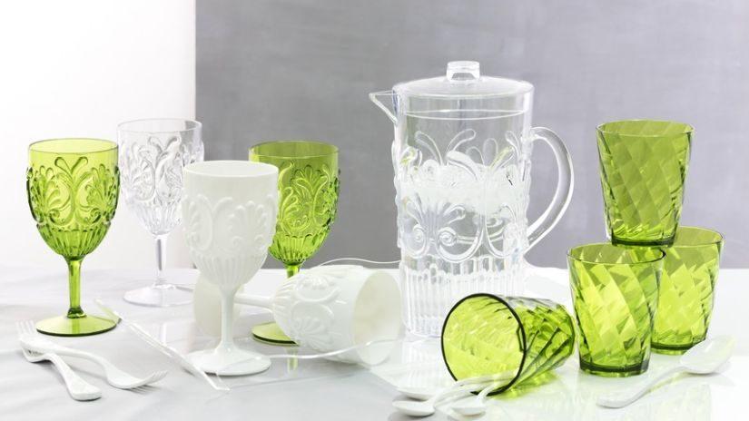 Schöne Wasserkaraffe aus Kunststoff