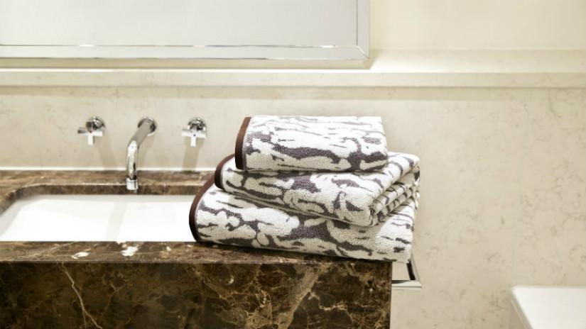 Stein für mediterranes Wohnen im Bad