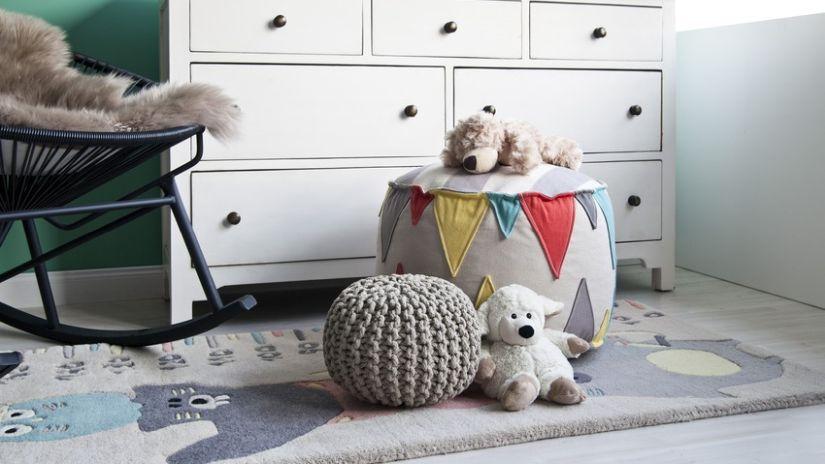 Kinderkleiderschrank aus weißen Holz
