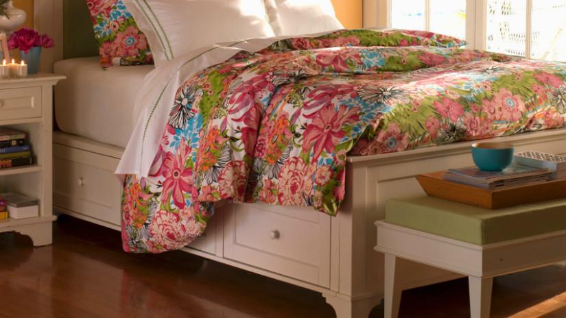 Schlafzimmer einrichten mit Bett und Möbeln