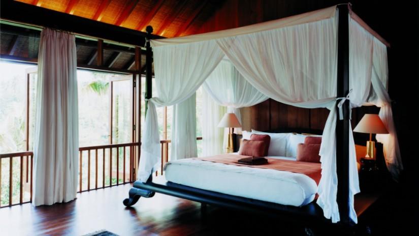 Schlafzimmer Deko mit Himmelbett und Baldachin