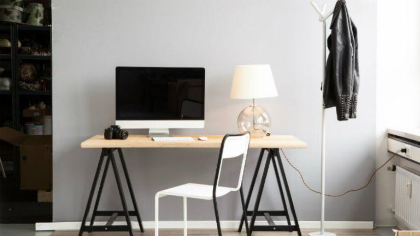 Verstellbarer Lamptoptisch aus Holz