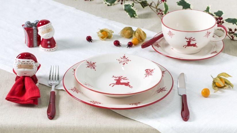 Rote Weihnachtstasse mit Hirsch