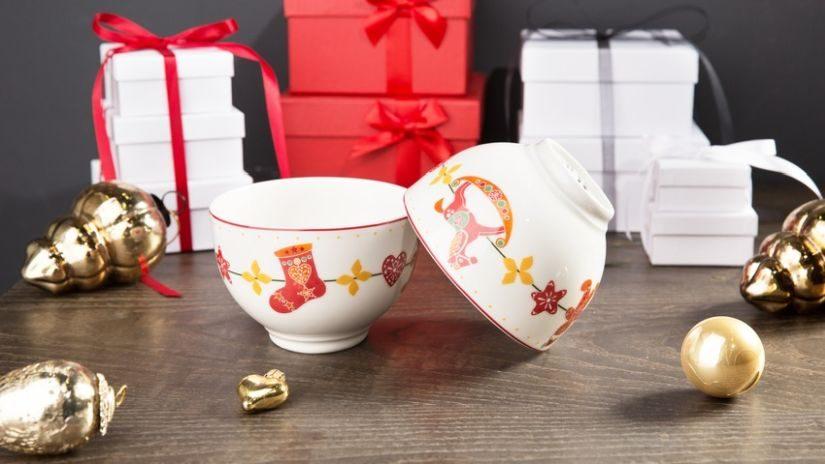 Weihnachtstasse aus Porzellan rot, gold und weiß