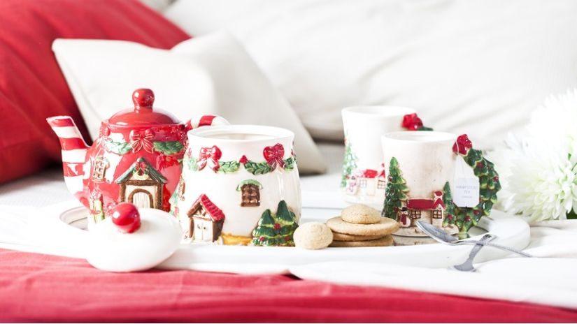 weihnachtliche Tasse rot und grün