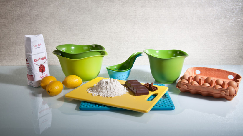 Zubereitung Teig für Osterhasen Backform in Küche