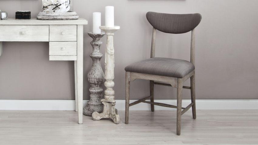 Stühle grau aus Stoff mit Kerzen