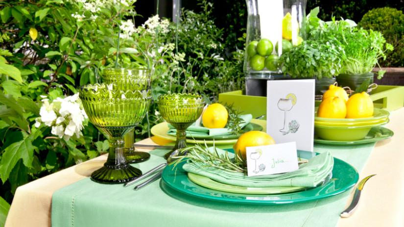 Tischdeko Frühling mit Farbenspiel aus Grün und Weiß