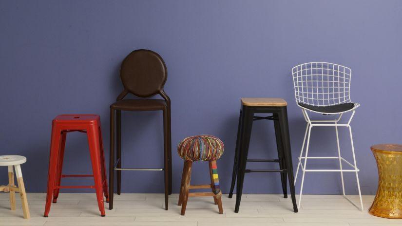 Hoher Stuhl aus Metall