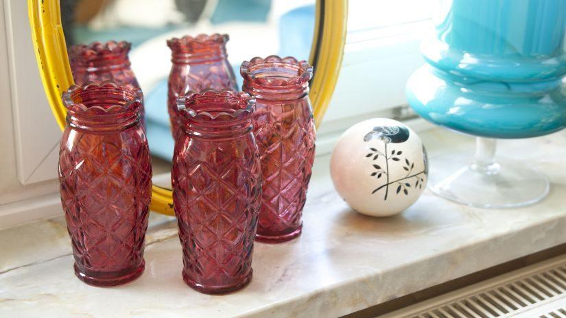 Kleine rote Vasen