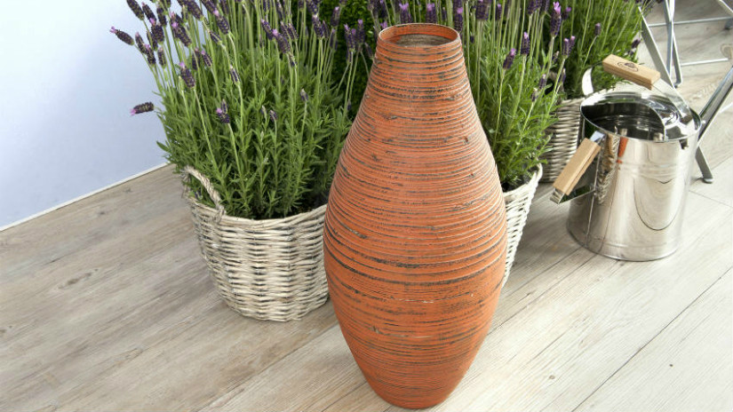 Terracotta für die Bepflanzung der Terrasse