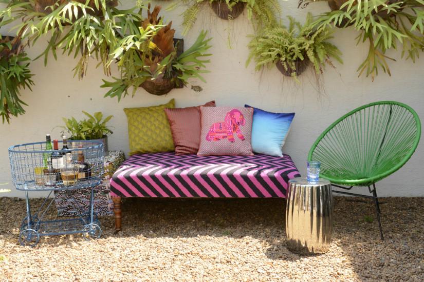 Sonnige Terrasse bepflanzen und einrichten