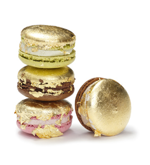 sweet-couture-gold-macarons