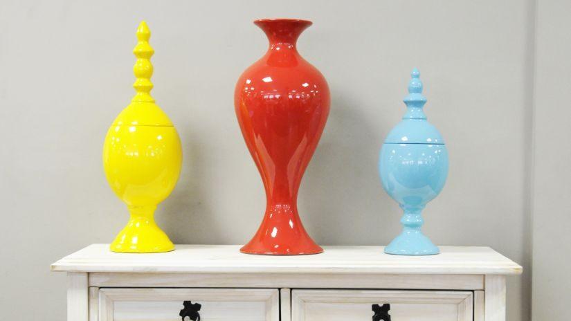 Hohe rote Vase aus Keramik