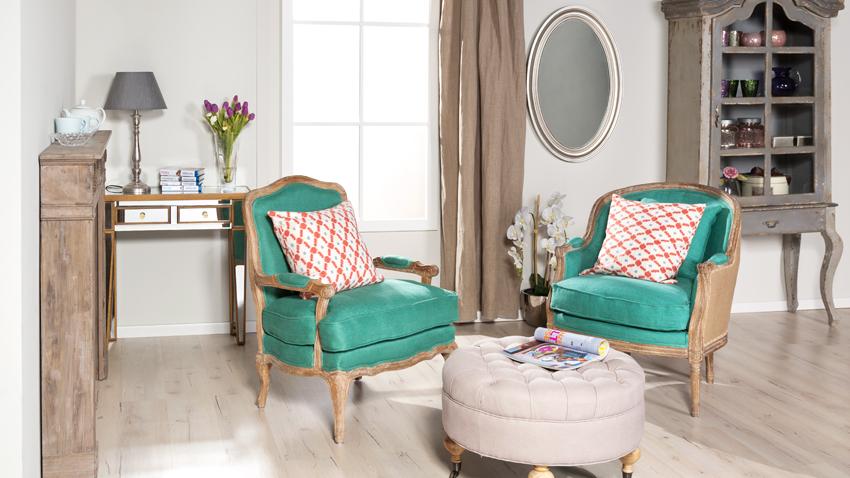 Stuhl und Pouf
