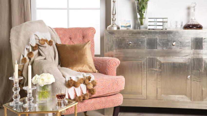 Sessel rosa mit Kommode silber