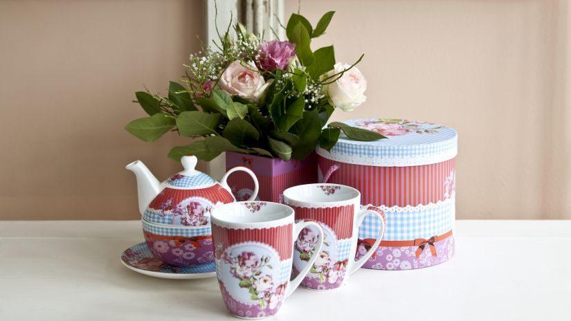 Runde rote Teekanne