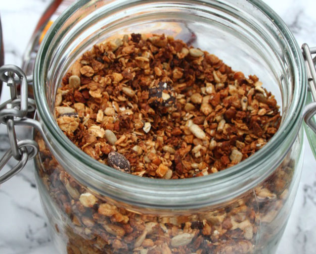 Zimt-Granola selber machen >> Rezept