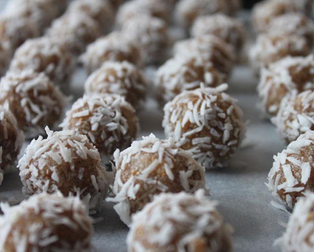 Rezept für Energiegkugeln von ayurfood.ch
