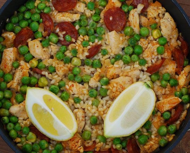 Arroz con Chorizo, Pollo y Guisantes