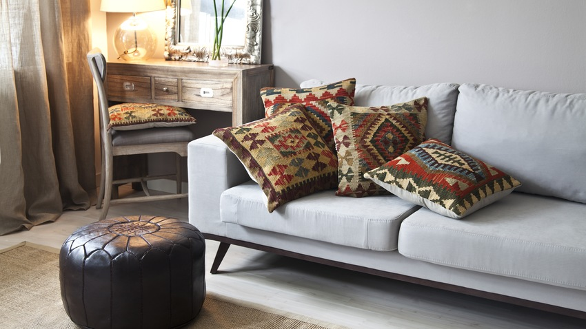 bunte kissen sofa