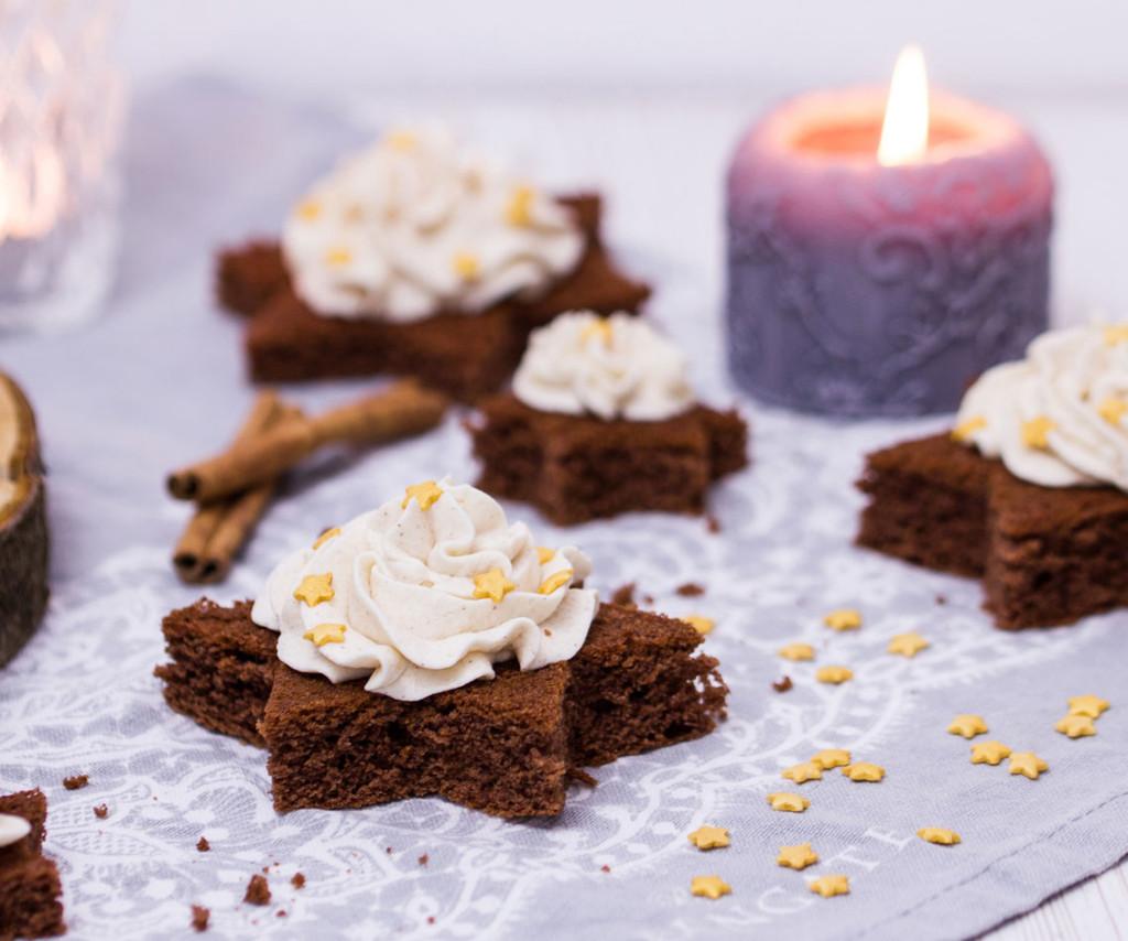 Rezept für Schoko-Lebkuchen-Sterne mit Zimtsahne von verzuckert-blog.de
