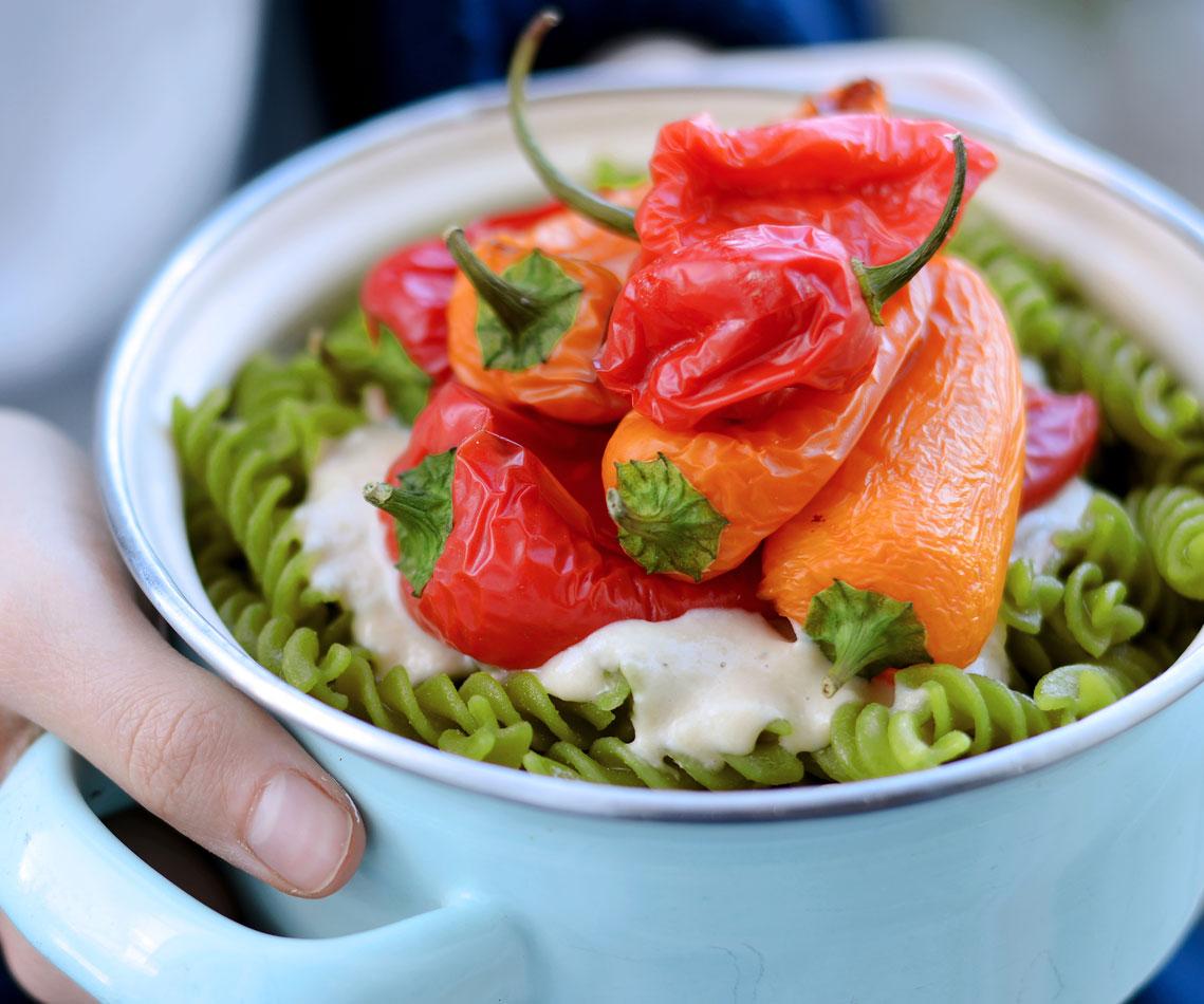 Rezept für Erbsen Pasta mit Ofen Paprika und Pastinaken Creme