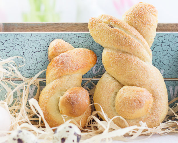 Hefe-Osterhasen mit Mohnfüllung