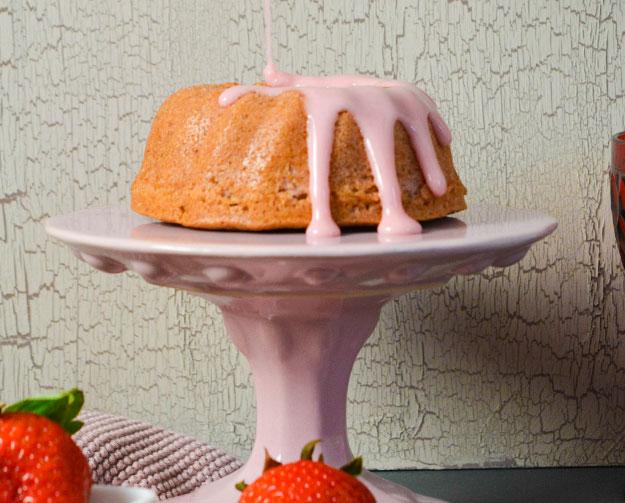 Erdbeer Guglhupf