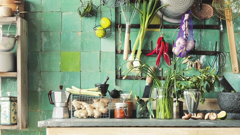cocina campestre con azulejos