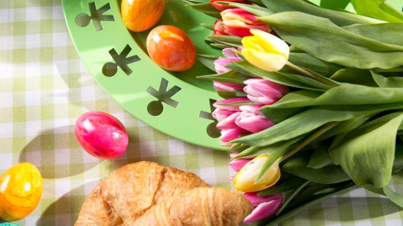 Decoración de pascua con flores