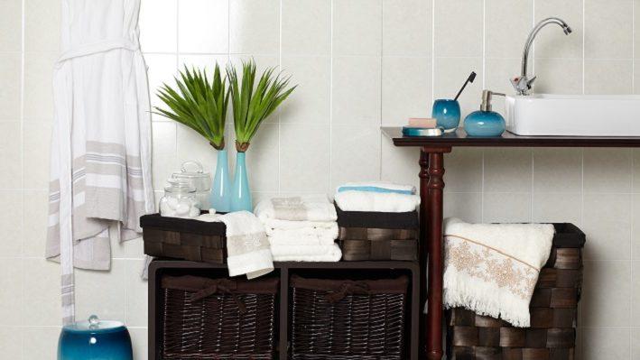 Decoración de baños azul y negro