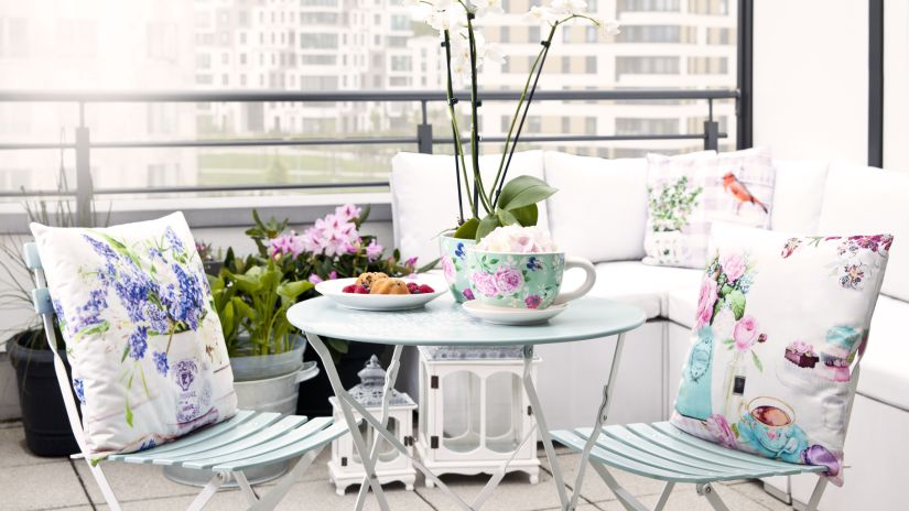 Muebles de balc n elegancia al exterior westwing for Sillones de balcon