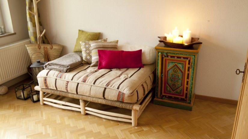 salón con decoración étnica africana