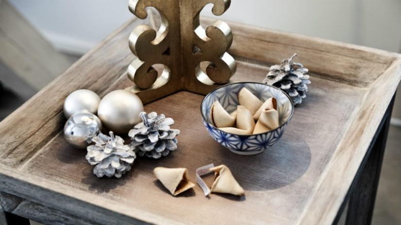 decoración con pino bandeja