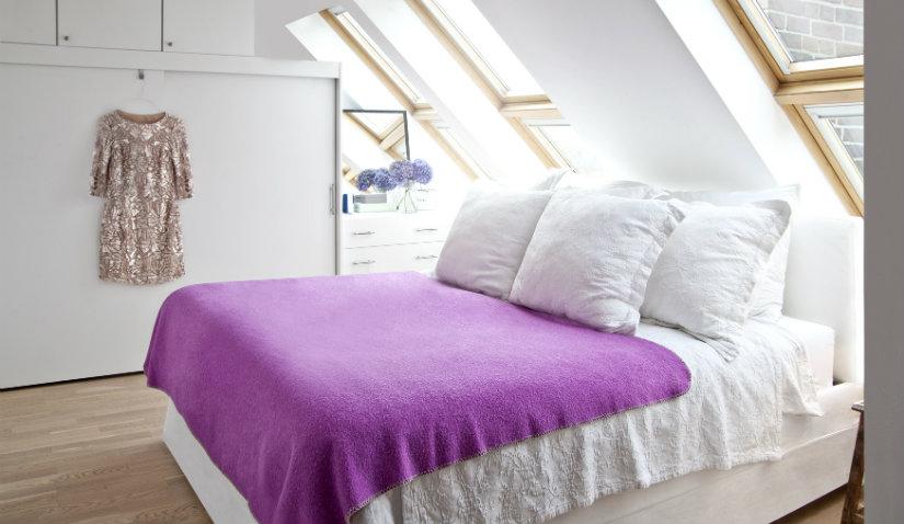 dormitorio minimalista luminoso