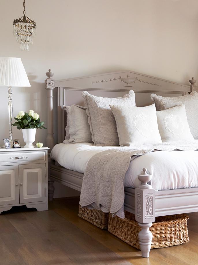 Libra_cama en el dormitorio