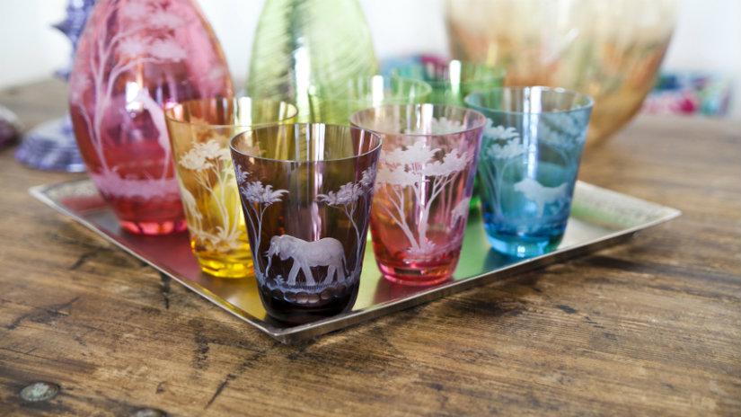 vasos de plástico de colores animales