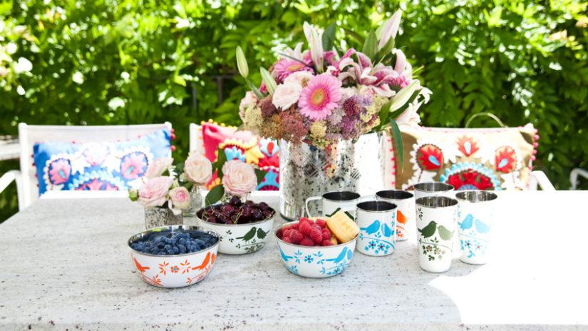 patio con flores mesa