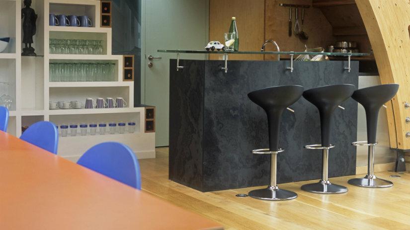 cocinas abiertas al salón con barra de bar