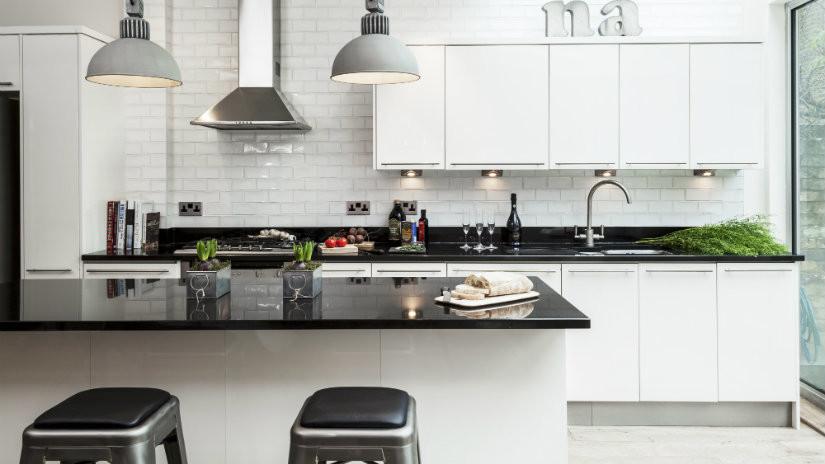 Cocinas blancas luz y amplitud westwing for Cocina negra ikea