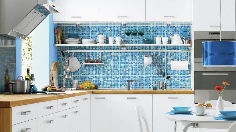 cocinas blancas modernas con azul