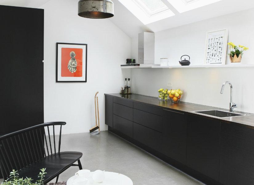 Cocinas negras simplemente elegantes westwing - Cocinas alargadas y estrechas fotos ...